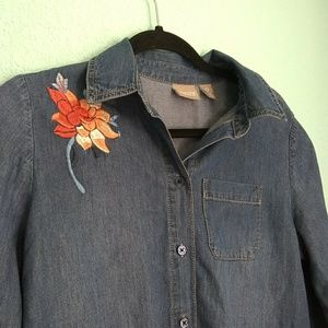 Chicos 100% cotton button down blouse w embroidery